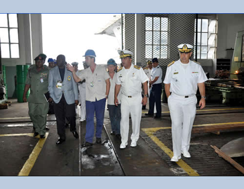 AMRJ recebe delegações da LAAD Defence & Security 2013