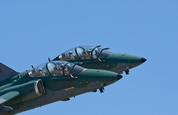 Alenia Aermacchi assina contrato para apoio logístico à frota de AMX da FAB