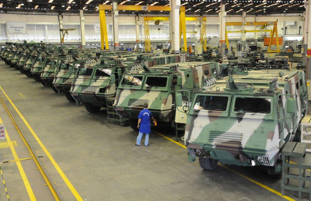 Brasil aumenta em 34% investimentos militares entre 2011 e 2012