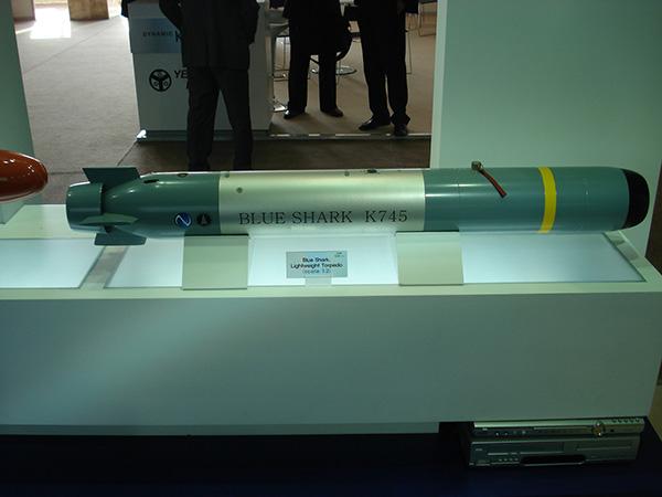 Dentre a s armas operadas pelas FFX, o torpedo de fabricação Sul Coreana Blue Shark integra o sistema de armas