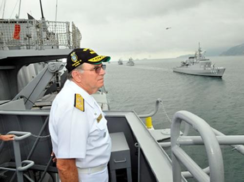 Desfile Naval na orla carioca em despedida ao Chefe do Estado-Maior da Armada (CEMA) do Serviço Ativo da Marinha (SAM)