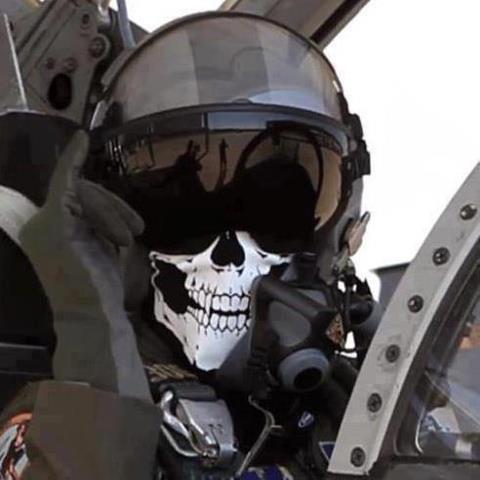 FX-2_esperar _sentado_no_cockpit
