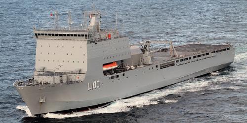 LPD australiano volta ao mar após correção no sistema de propulsão