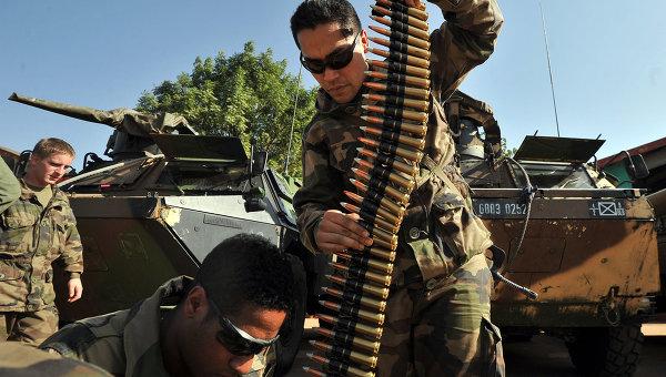 O primeiro grupo de soldados franceses deixa o Mali