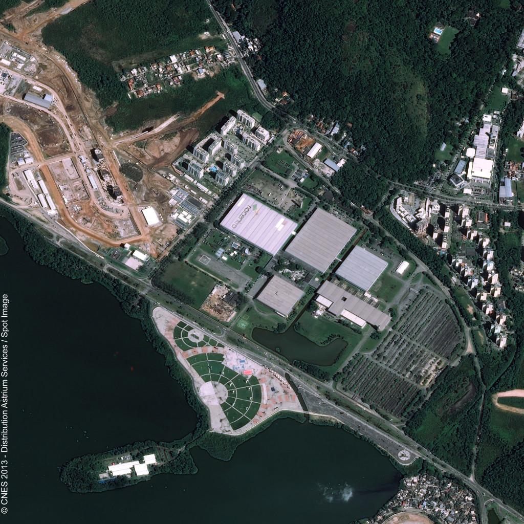 Imagem de satélite do pavilhãod o Rio Centro onde ocorre a  LAAD 2013, captada pelo satélite Pleiades da Astriun