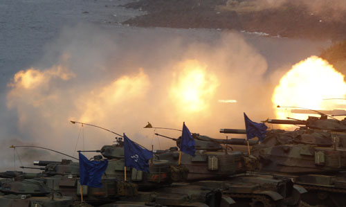 M60A3 tanks fire off shells during the annual Han Kuang military exercise in Penghu