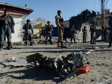 Ataque suicida e confrontos deixam 50 mortos no Afeganistão