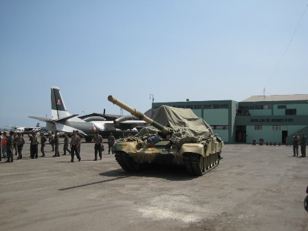 Chegou ao Peru o carro de combate T-90S