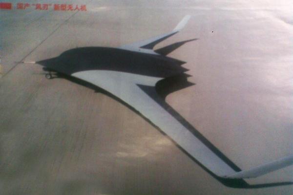 Imagens do testes de rolagem do SkyBow e Dark-Sword UCAVs Furtivos chineses