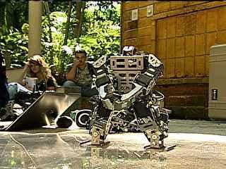 Robô feito por estudantes brasileiros é campeão mundial de dança