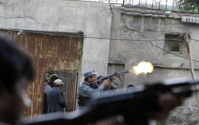 Militantes do Taleban atacam centro de Cabul