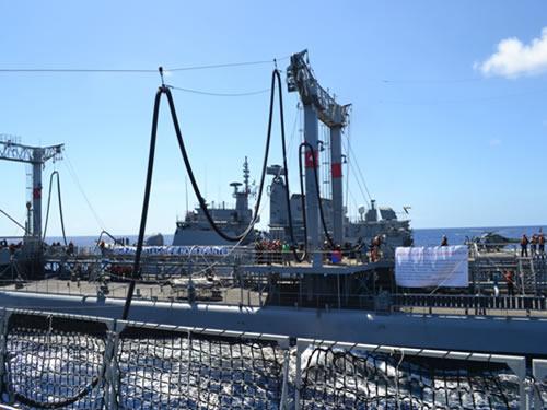 Transferência de Óleo no Mar (TOM) simultânea para dois navios
