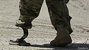 Soldados da Otan estão entregando o poder ao governo afegão