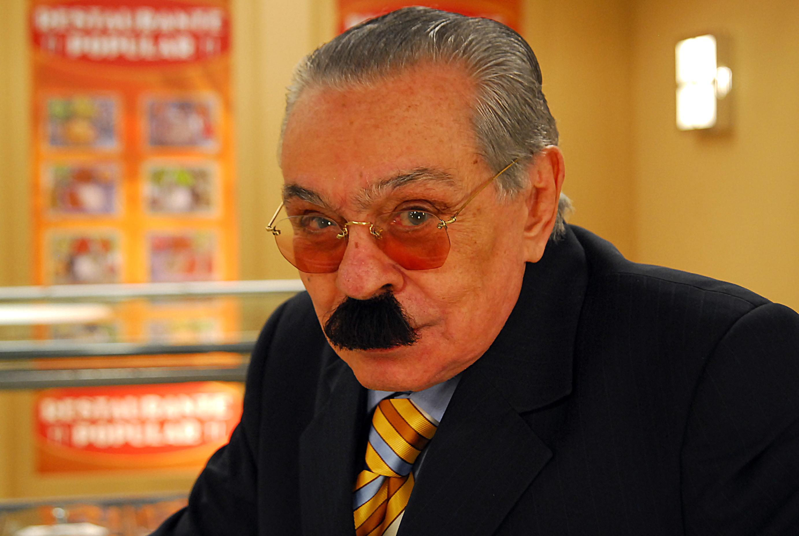 HUMOR/VÍDEO: EM TEMPOS DE BRASIL DEMOCRÁTICO, SEGUE O CURRICULUM VITAE DO DEPUTADO FEDERAL JUSTO VERÍSSIMO (*)