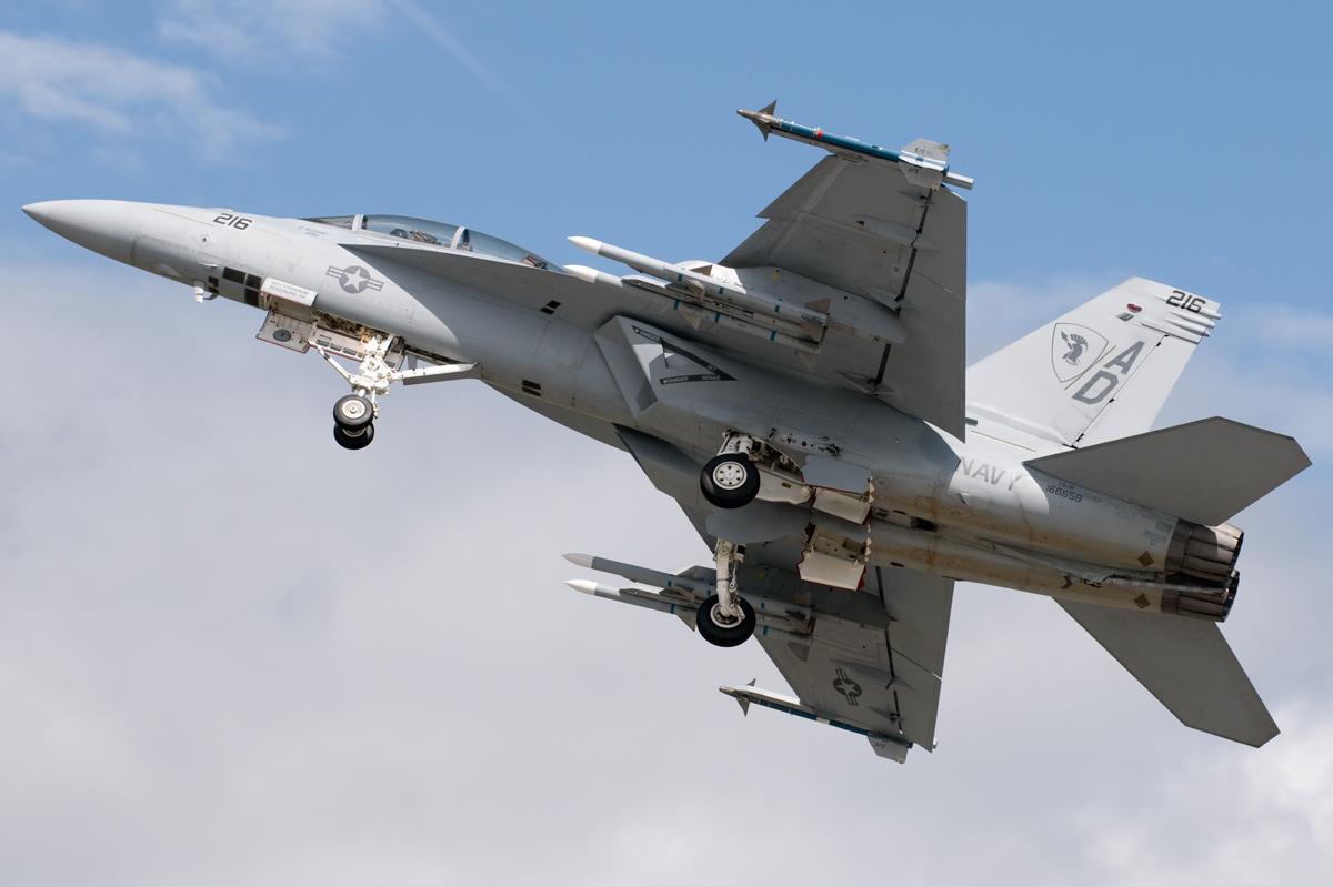 F-18 – Dilma fez uma guinada em direção aos EUA – Pode unir o útil ao agradável