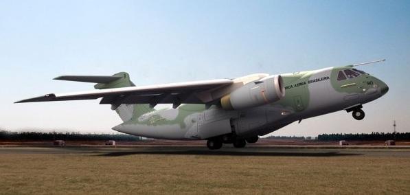 Embraer e Boeing fazem parceria para promover e vender o KC-390