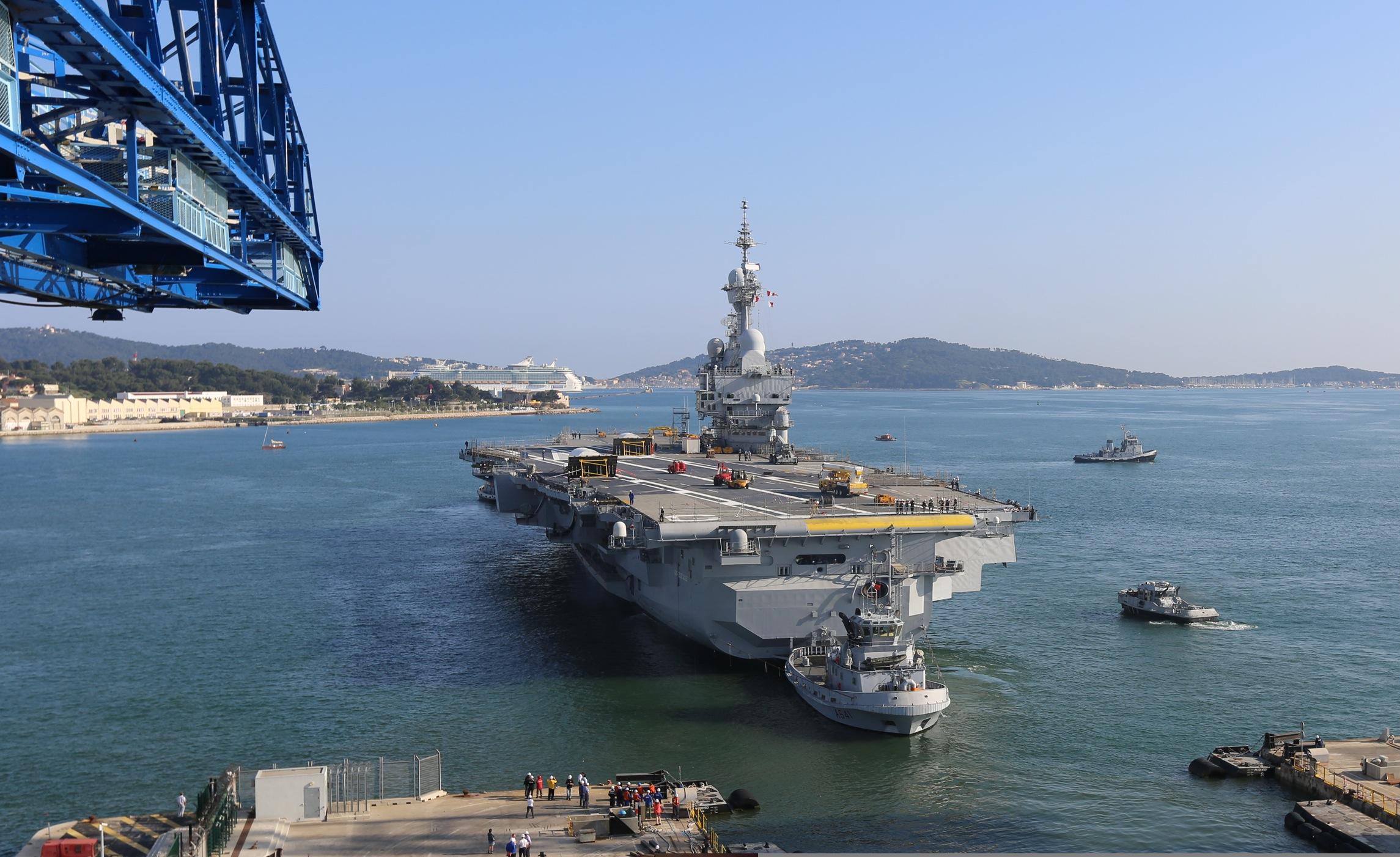 """DCNS completa o """"refit"""" do """"Charles de Gaulle"""""""
