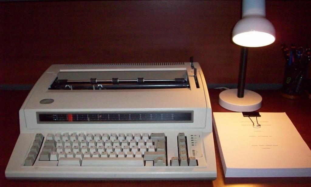 Rússia compra máquina de escrever para evitar vazamentos eletrônicos