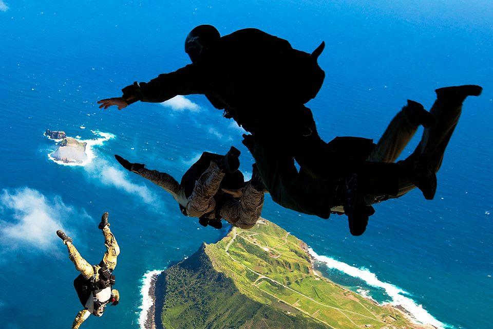Defesa em Arte: Fly with Navy Seal