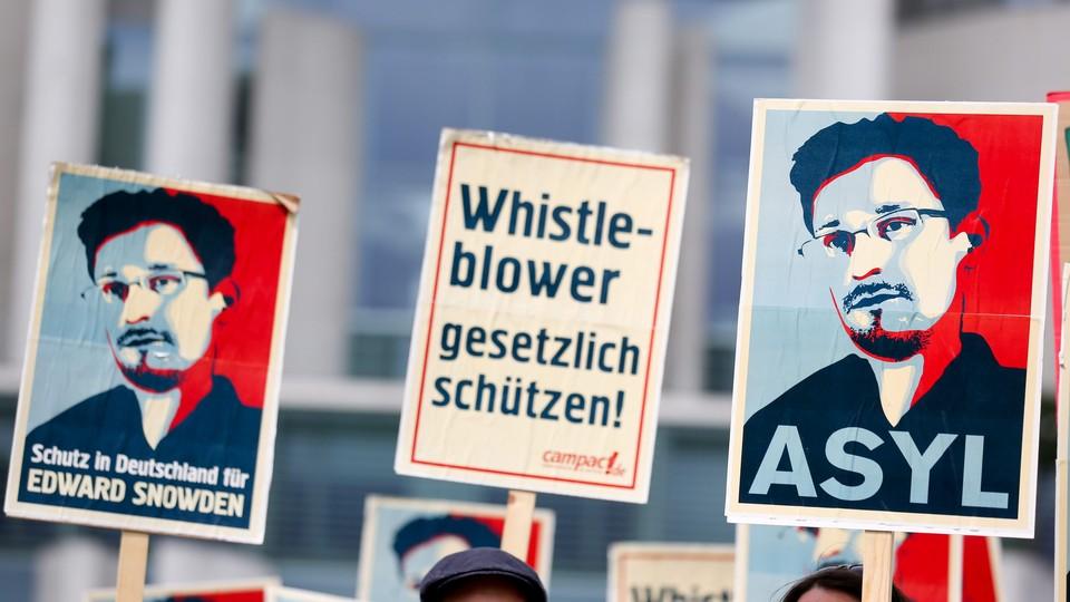 Comissão do Senado aprova apoio a asilo para Snowden