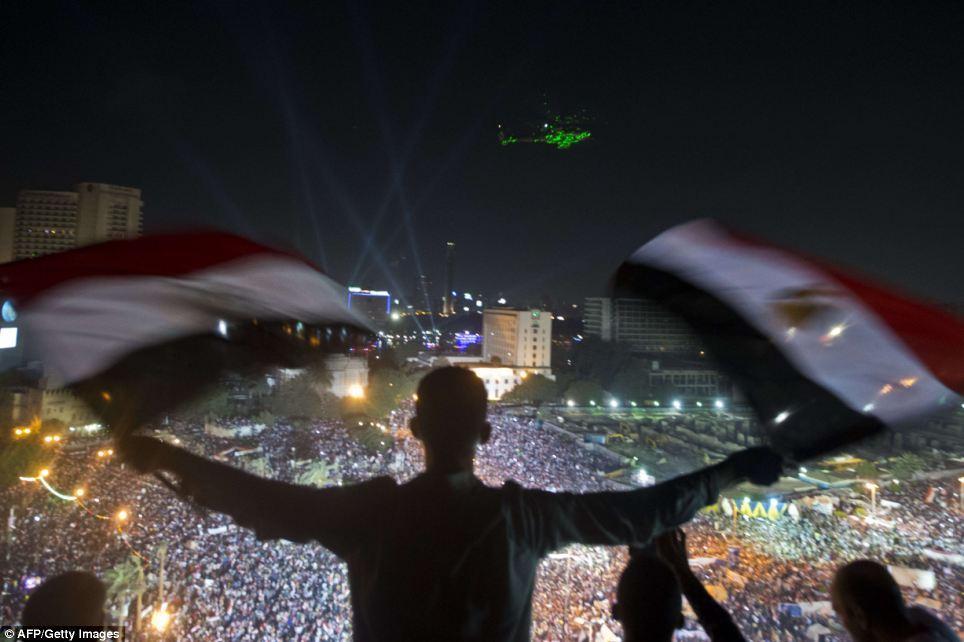 Confrontos deixam mais de 100 mortos e mil feridos no Cairo