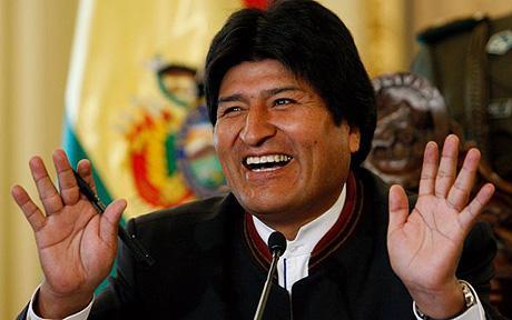 Morales mandou revistar avião de Celso Amorim à procura de asilado