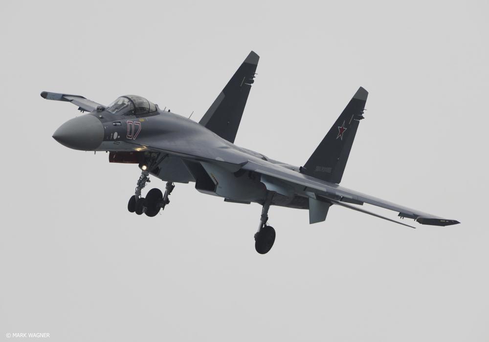 O caça 4,5G SU 35 é a aeronave multifunção ideal para atuar em par com os Mig 29K na defesa aérea sobre o Mar, aeronave possui o que há d emais moderno em aviônica  e sistemas de armas