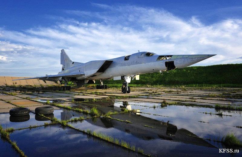 Bombardeiro Tu-22M abandonado na base aérea de  Vozdvizhenka após o colapso da URSS