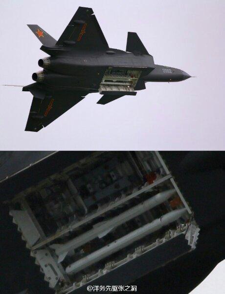 As alegações sobre a provável utilização do J 20 como Bombardeiro são refutadas pelo China Defense, segundo eles o J 20 foi concebido para ser um caça de superioridade aérea, na imagem o J 20 exibe o seu paiol interno equipado com mísseis ar-ar.