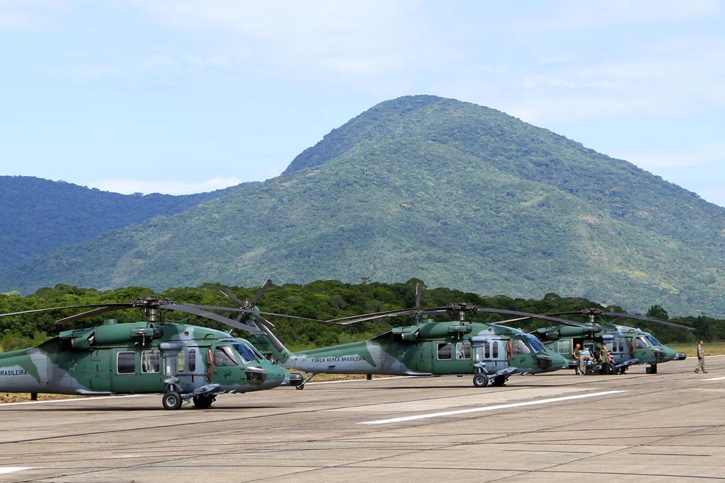 Valor Econômico' Black Hawk estão fora de operação por falta de transferência de tecnologia