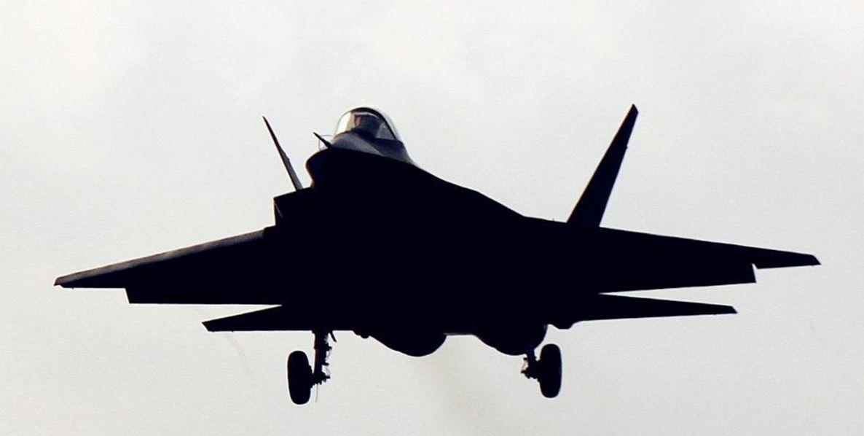 """J-31 """"sem o aporte financeiro do estado"""" indica novos rumos no desenvolvimento militar chinês."""