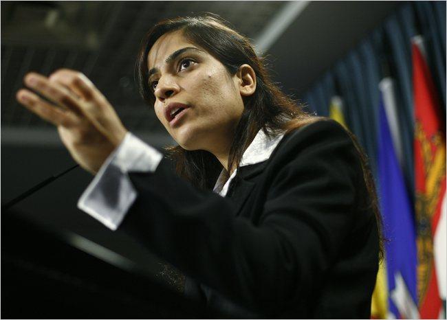 "Afegã Malalai Joya diz que Brasil deve se livrar do ""imperialismo americano"""