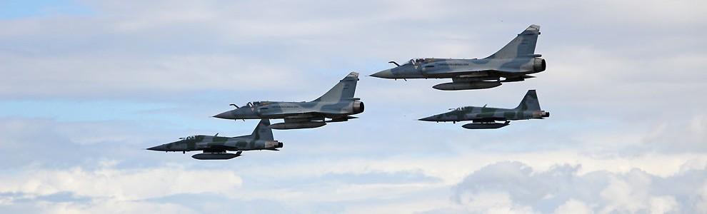 FAB substituirá caças mais potentes por modelo inferior, diz comandante