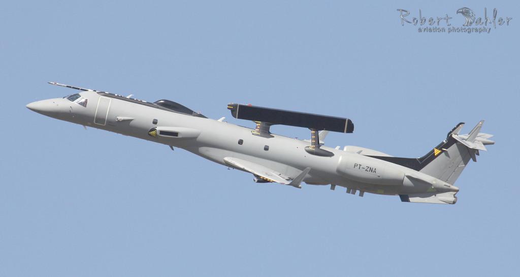 Aeronave ERJ-145 AEW&C do lote indiano é vista em voos de teste em Campo Grande