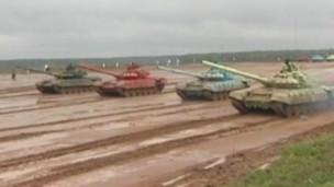 Rússia cria torneio de 'biatlo de tanques'
