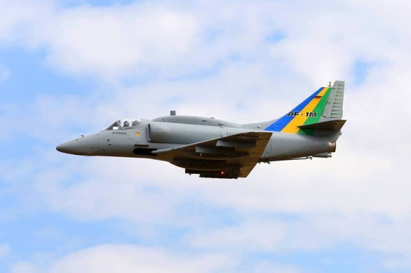 """TV Marinha: """"Primeiro voo da aeronave """"AF-1B"""" modernizada """""""