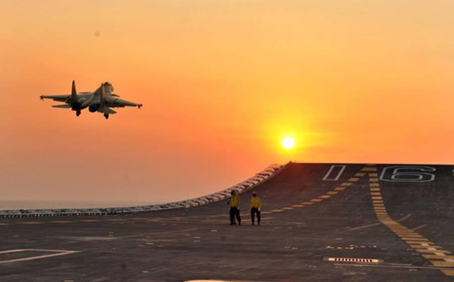 Testado com sucesso Caça chinês J-15