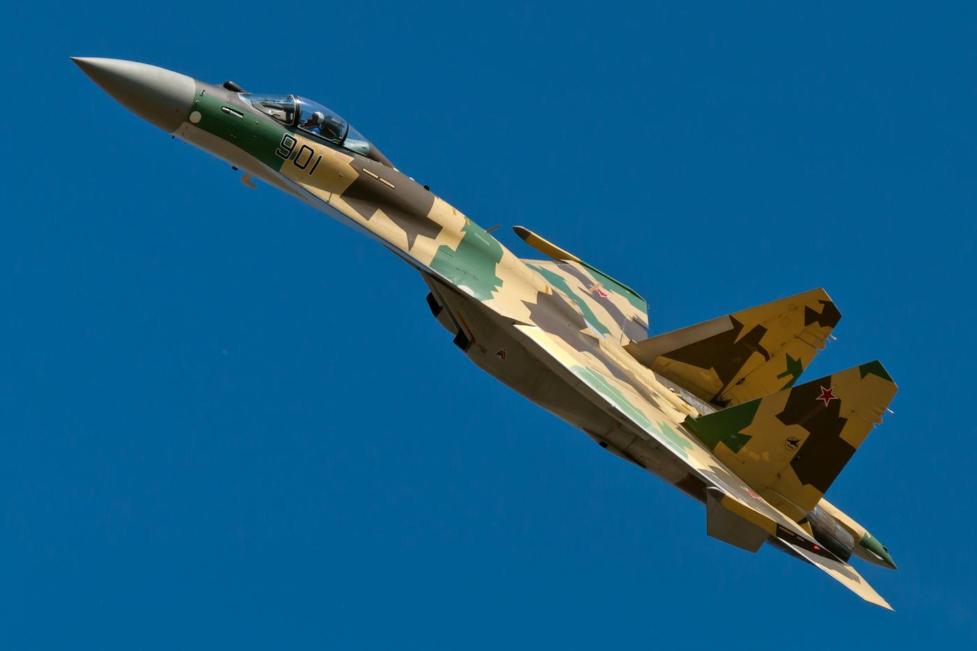 Vídeo: Sukhoi SU-35
