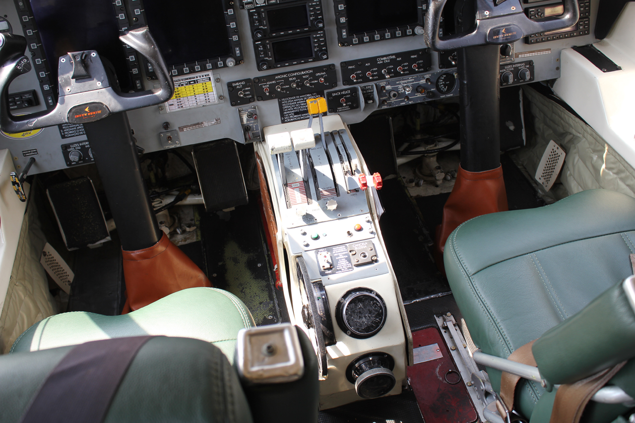 Detalhe do painel do C-95MB