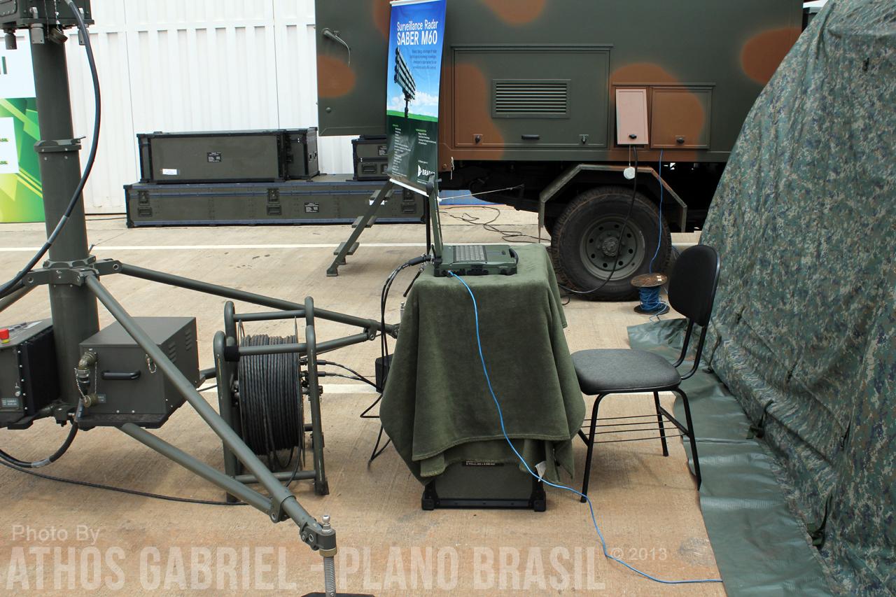 Detalhe: Computador de controle do radar Saber M60