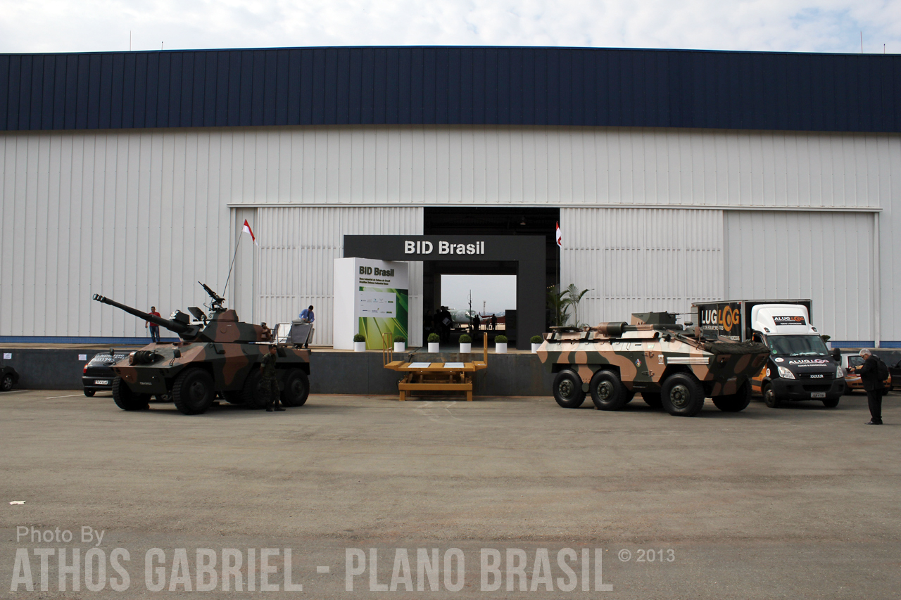Entrada do Hangar do CAN onde está ocorrendo a BID Brasil 2013