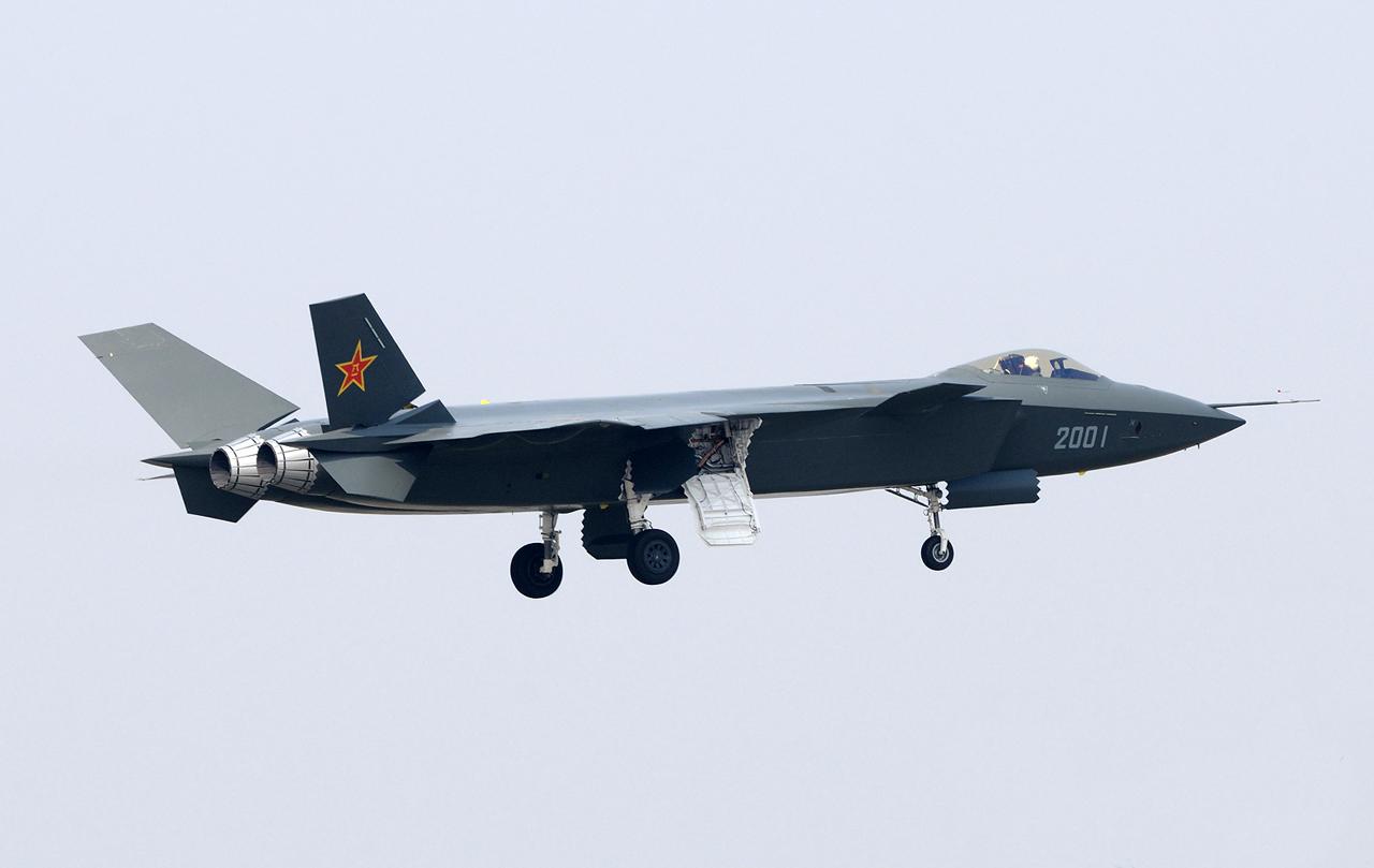 J-20-first-flight-111