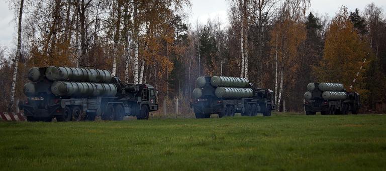Forças armadas russas recebem dois regimentos de S-400