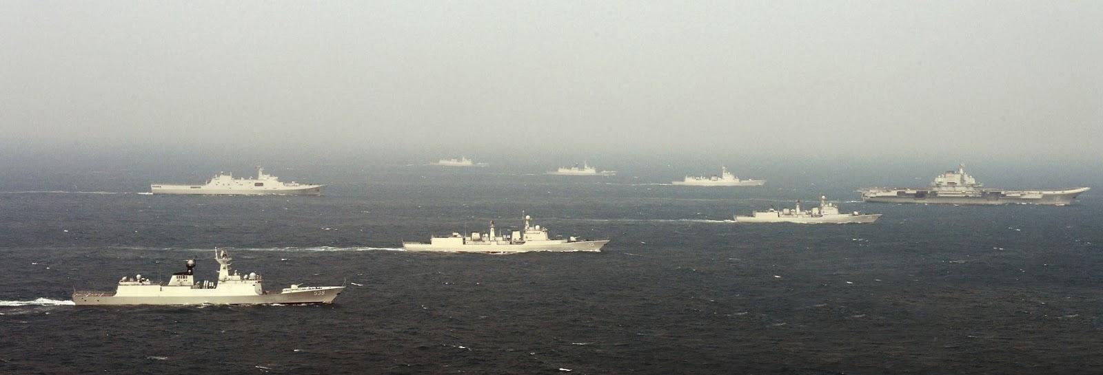 Grupo tarefa chinês capitaneado pelo Porta-Aviões LiaoNing em formação
