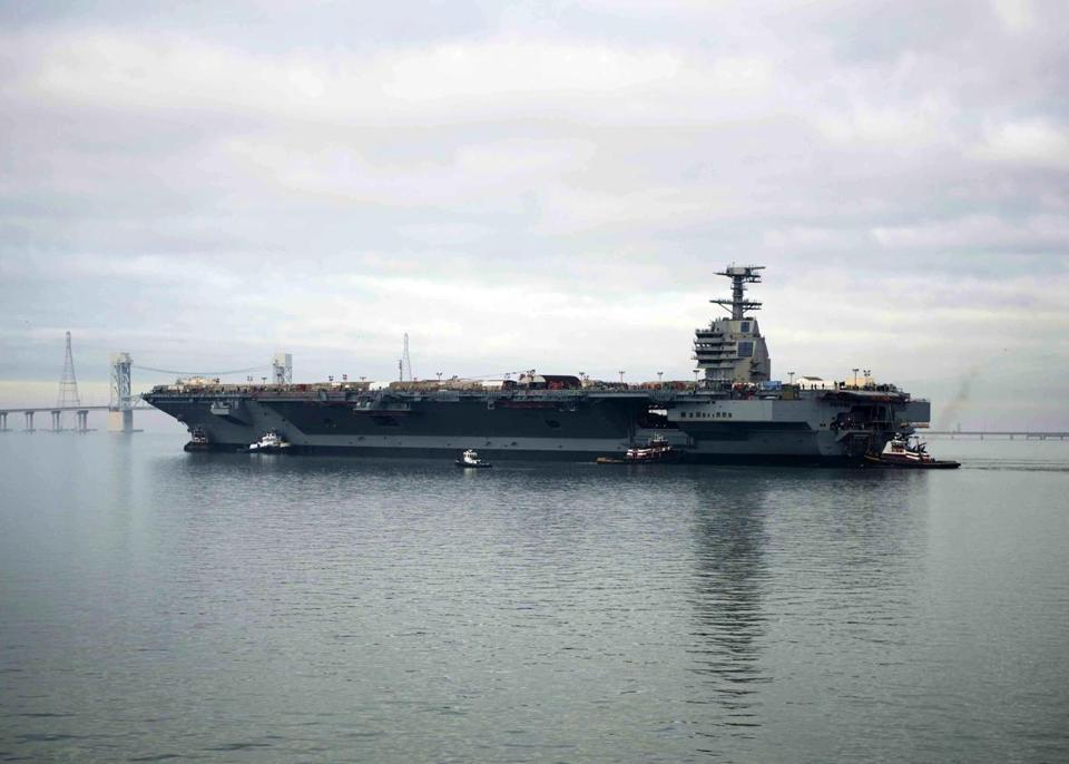 Relatório aponta graves problemas de desempenho no futuro porta-aviões da USN