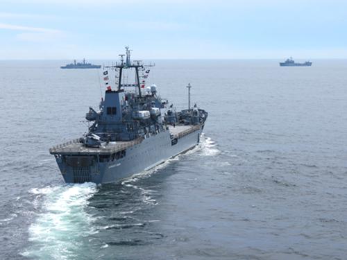 """Navios da Operação """"ASPIRANTEX 2014"""" atracam em Montevidéu"""