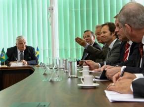 encontro-ministro-Raupp-e-embaixador-da-suecia-foto-MCTI-291x218