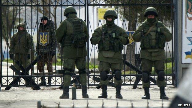 Putin ordena entregar armas da Crimeia à Ucrânia