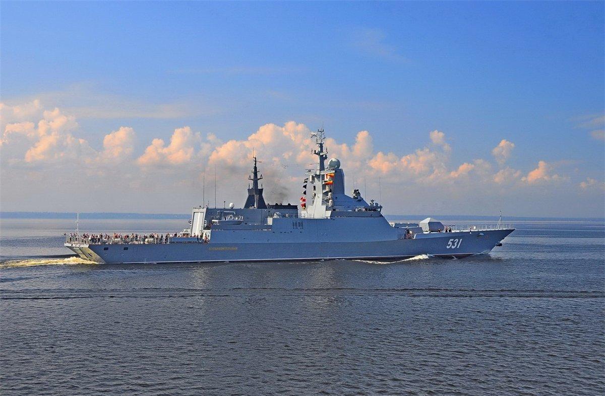 Marinha Russa em exercícios, corvetas Project 22380-82 disparam  Mísseis Uran