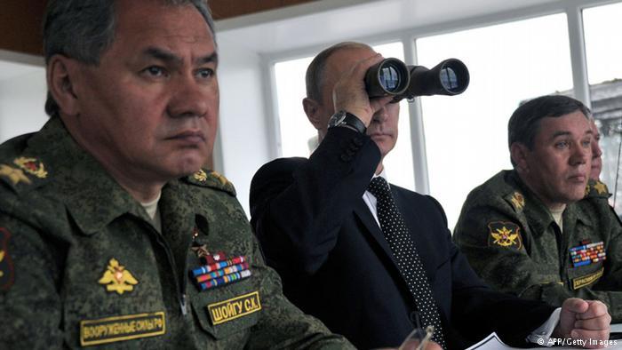 """Ofensiva de Kiev faz Putin alertar para """"consequências"""" e ordenar exercícios militares na fronteira da Ucrânia"""